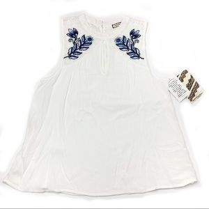 Eyeshadow White Blouse Blue Embroidered Florals M
